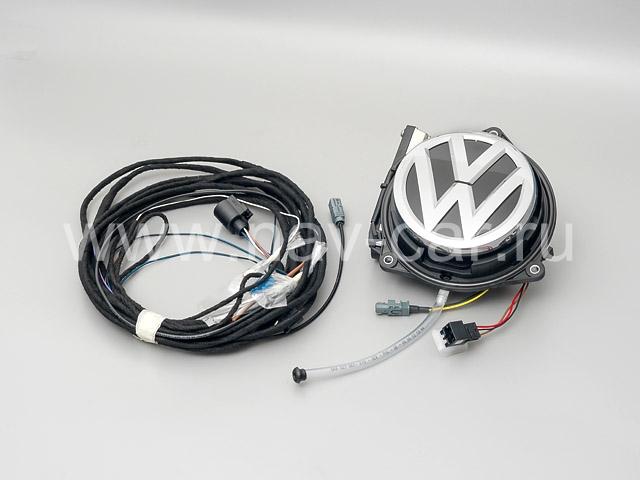 Камера заднего вида в знак на Volkswagen Golf 7